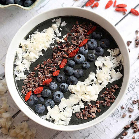 blueberry-cacao-smoothie-bowl