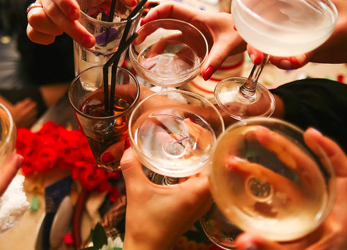 10 Ways to Drink Less This Holiday Season