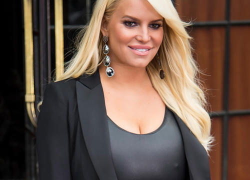 "Jessica Simpson Cries ""Help!!!!"" for Extremely Swollen Pregnancy Feet"