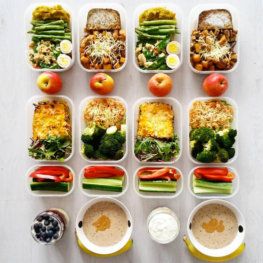 It's not always easy to be creative when you are making your kids' school lunch every day. We're here to help you with 15 delicious and easy vegan school lunch recipes.