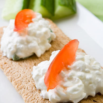 Craving something salty 20 healthy snacks under 200 calories multigrain wasa crispbread topped with cottage cheese and red bell pepper sisterspd