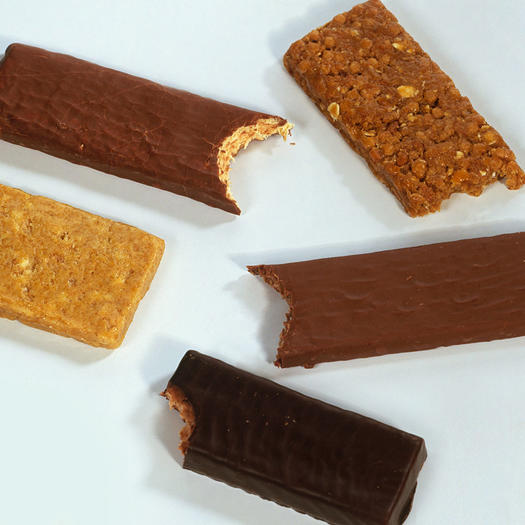 The Best Keto Protein Bars, According to Nutrition Pros