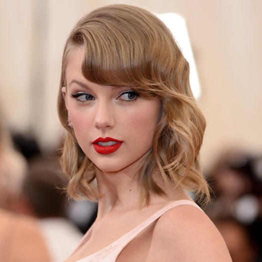 Taylor Swift's Hairstyles Over the Years - headcurve.com