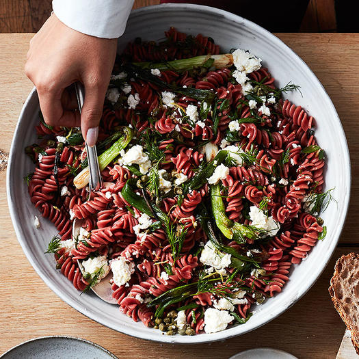 The New Healthy Pasta Recipes That Go Way Beyond Spaghetti and Meatballs