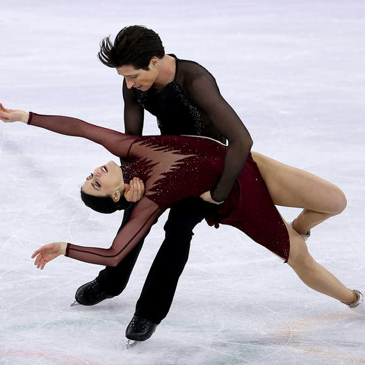 Are any figure skating pairs hookup