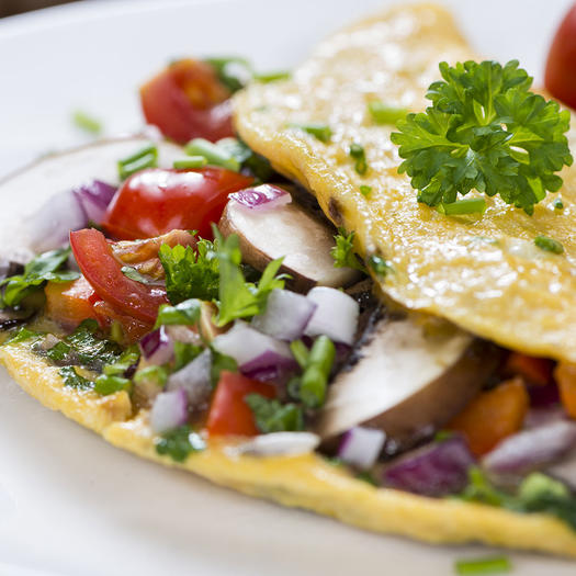 vegetable omelet for breakfast as a healthy lifestyle habit