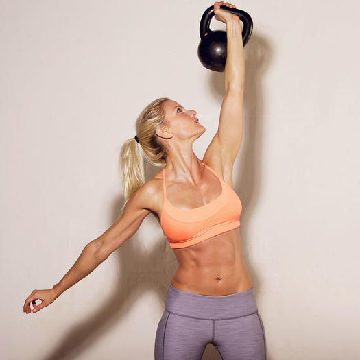 woman lifting weights to burn belly fat