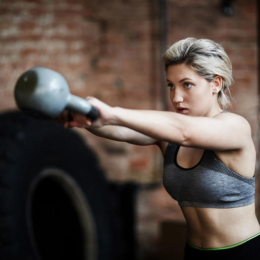 woman lifting weights for fat loss